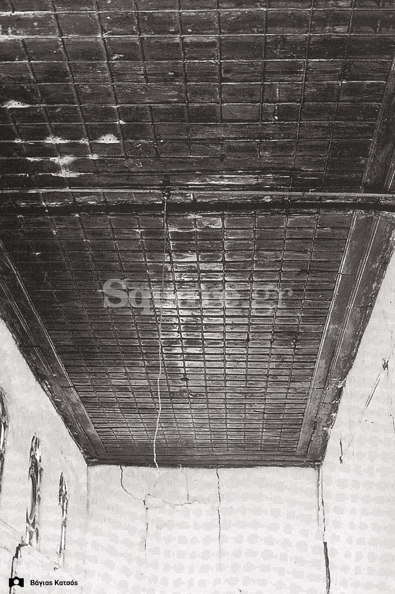 26-Σπίτια-Κοκκίνη-Οροφή-και-φεγγίτες-του-σπιτιού-Καράκωστα-Φωτ-Γ-Βραιμάκης-1968-final-square-logo