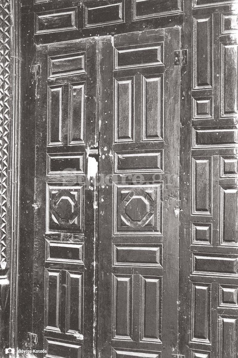 35-Σπίτια-Κοκκίνη-Λεπτομέρεια-μεσάντρας-του-σπιτιού-Καράκωστα-Φωτ-Γ-Βραιμάκης-1968-final-square-logo