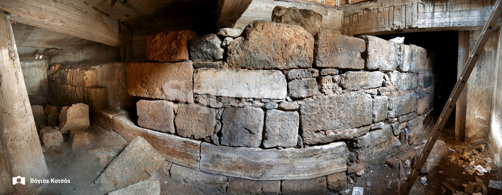 1-Ενετικό-μεσαιωνικό-τείχος-στα-παλιά-ΚΤΕΛ-1