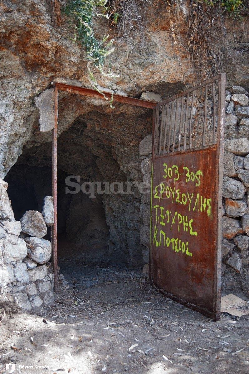 4-Τάφρος-και-μεσαιωνικό-τείχος-της-Χαλκίδας-μέσα-στο-χώρο-της-σχολής-πεζικού-λαγούμι-contra-mina-eisodos