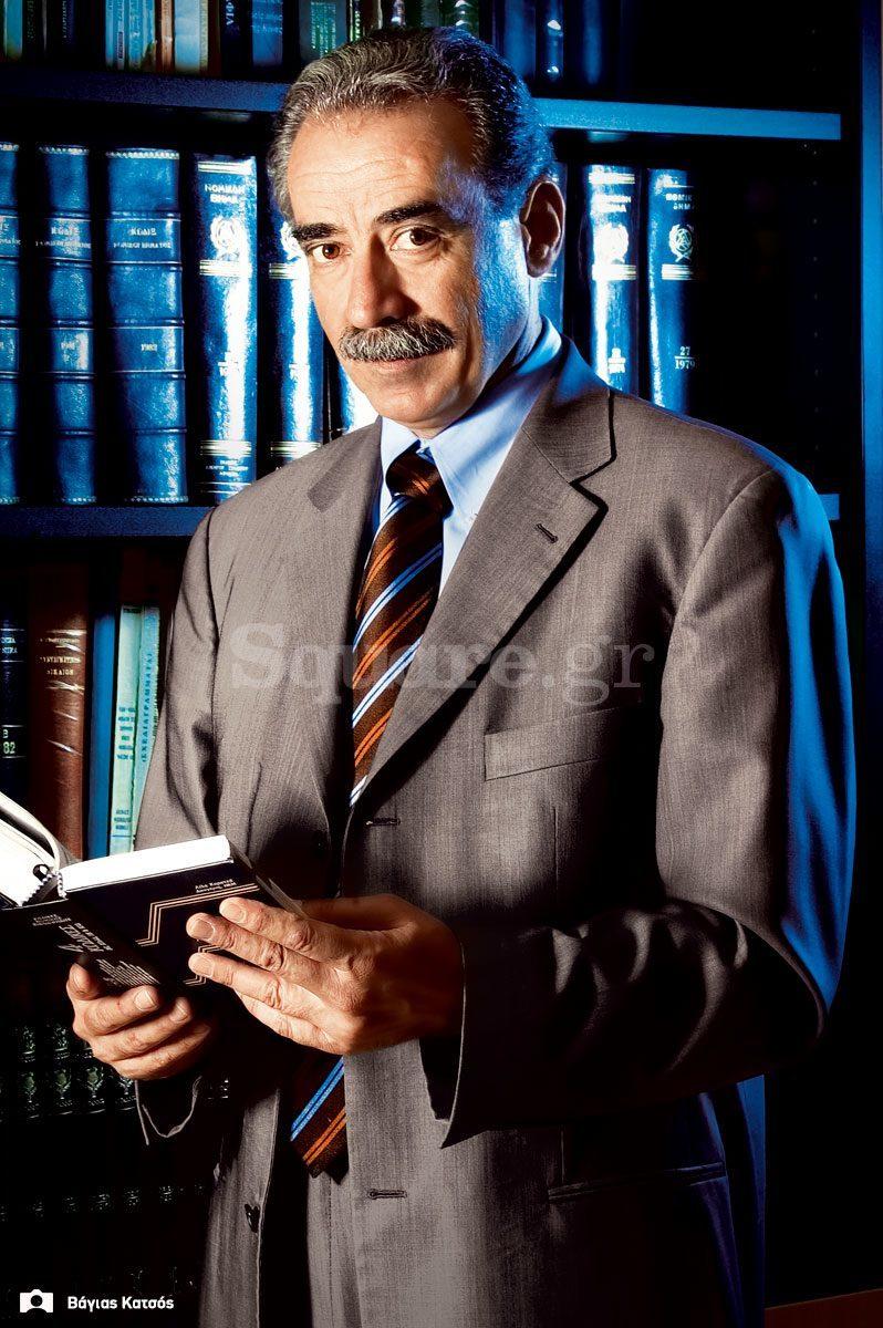 4-Ερευνα-διαζύγια-στη Χαλκίδα-Square-Δημήτρης-Καρβέλης