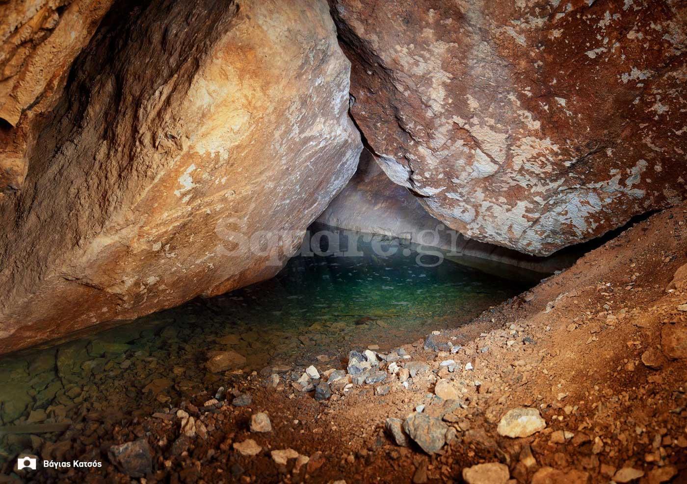 7-εσωτερικό-σπηλαίου-Αρέθουσας-λίμνη