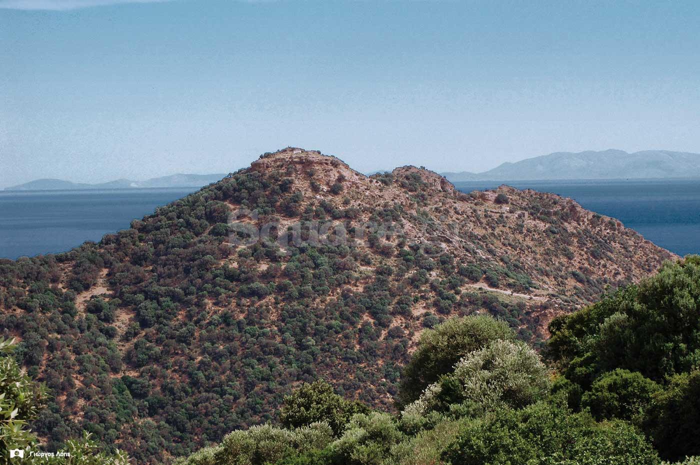 3-Το-κάστρο-της-Φυλάγρας-βρίσκονταν-επί-της-αριστερής-κορυφής
