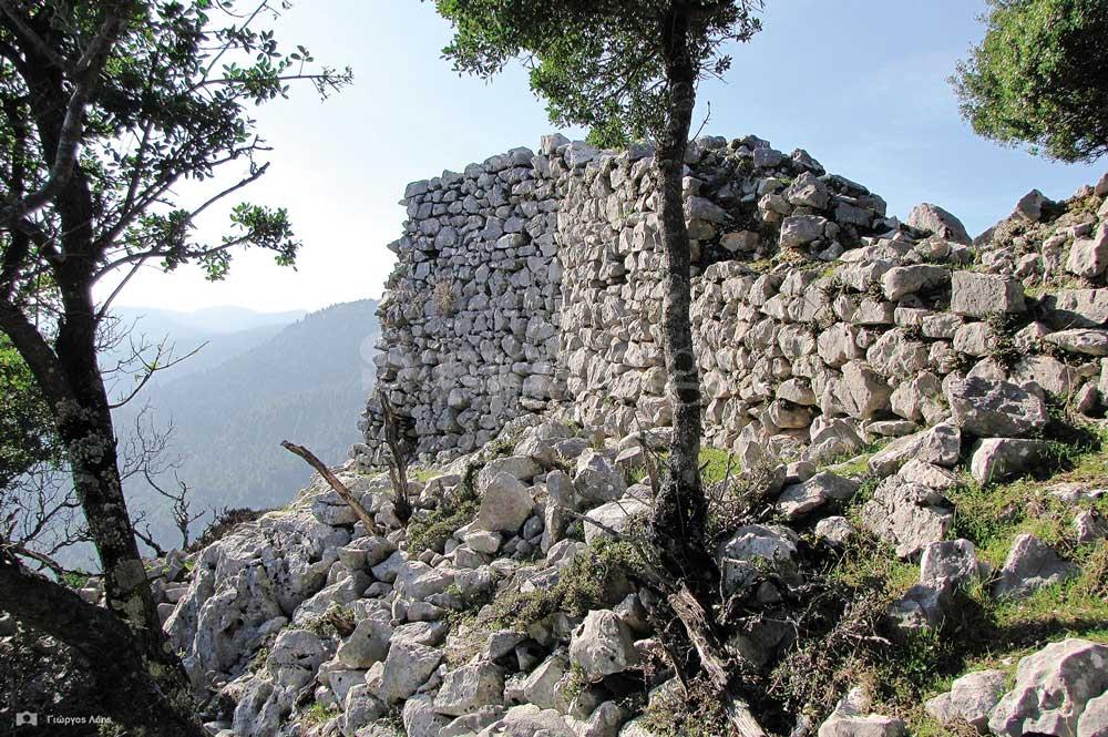 1-Ο-νοτιοανατολικός-πύργος-του-μεσαίου-οχυρωματικού-περιβόλου