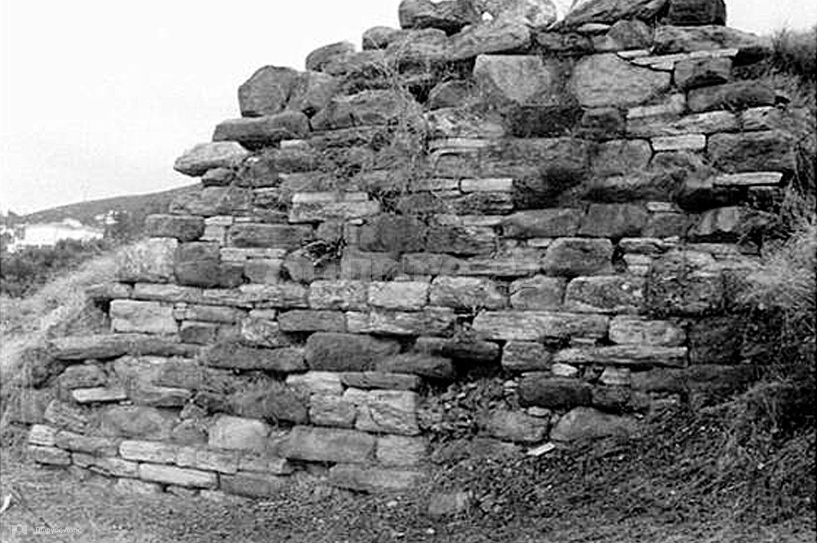 10-Ερείπια-των-οχυρώσεων-της-αρχαίας-Καρύστου
