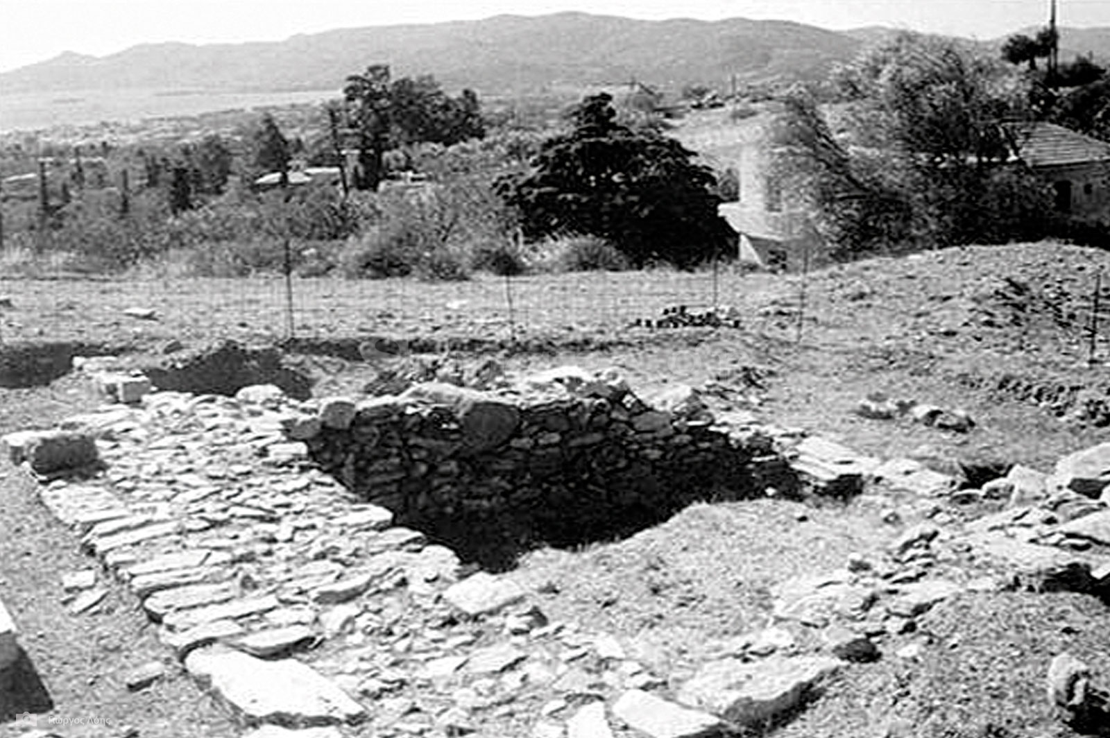 11-Ερείπια-των-οχυρώσεων-της-αρχαίας-Καρύστου