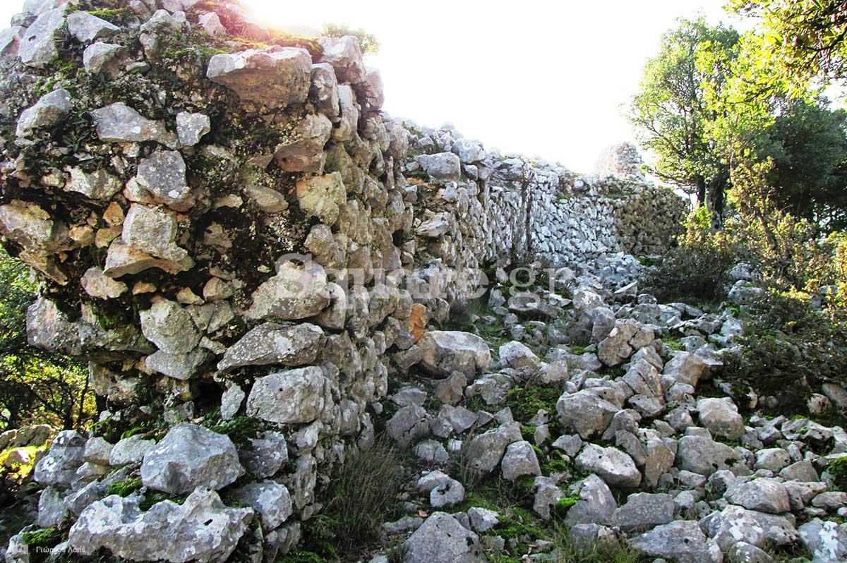 14-Άποψη-των-ανατολικών-τειχών-του-μεσαίου-περιβόλου-του-κάστρου-της-Κλεισούρας
