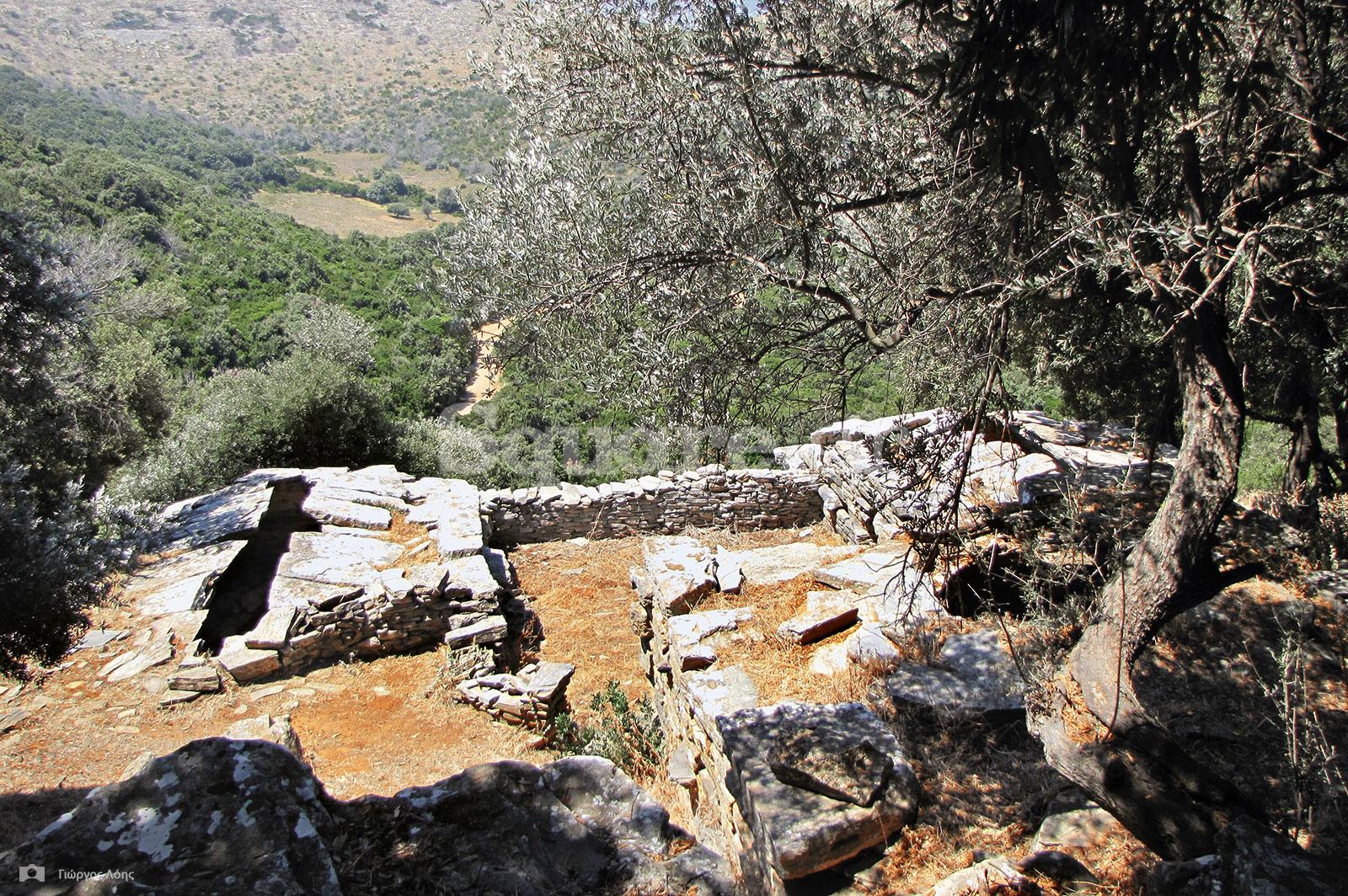 23-Γενική-άποψη-του-συγκροτήματος-των-τριών-«Δρακόσπιτων»-τύπου-αρχαίας-ποιμενικής-αγροικίας-στην-τοποθεσία-Πάλλη-Λάκα-Στυρών