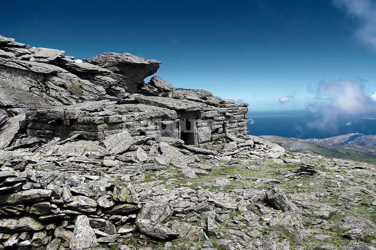 27-Το-μνημειακό-«Δρακόσπιτο»-στην-κορυφή-του-όρους-Όχη