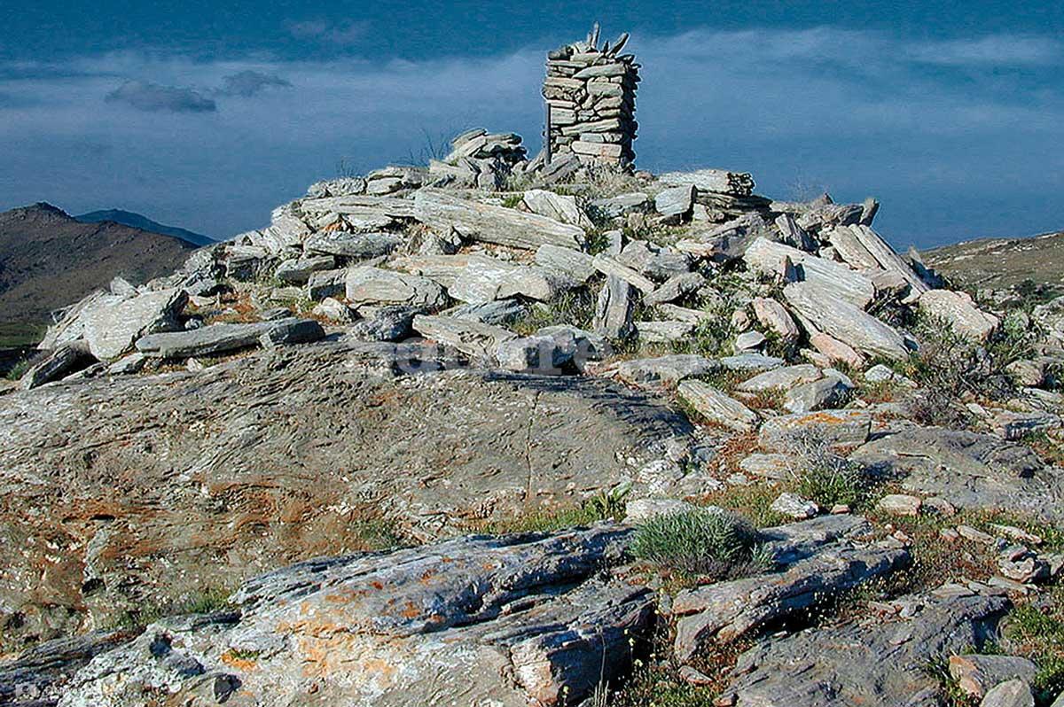 3-Οικοδομικά-λείψανα-κυκλικού-εποπτικού-πύργου-στο-ακρωτήριο-Μπούρος