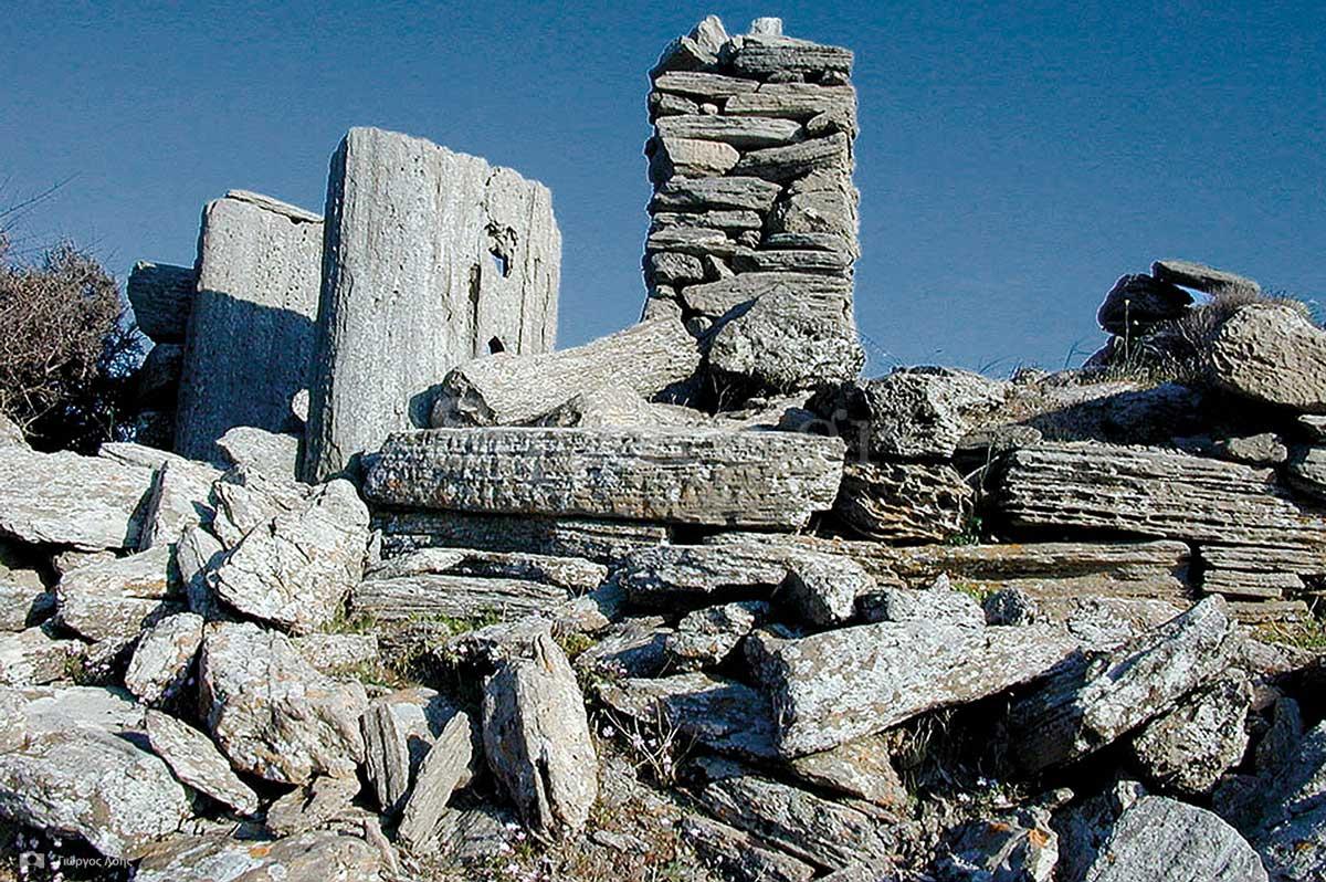 4-Οικοδομικά-λείψανα-κυκλικού-εποπτικού-πύργου-στο-ακρωτήριο-Μπούρος