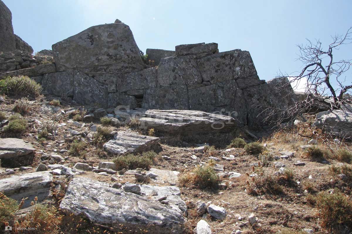 5-Τμήμα-των-σωζόμενων-αρχαίων-τειχών-της-Δρυοπικής-ακρόπολης-των-Στυρών