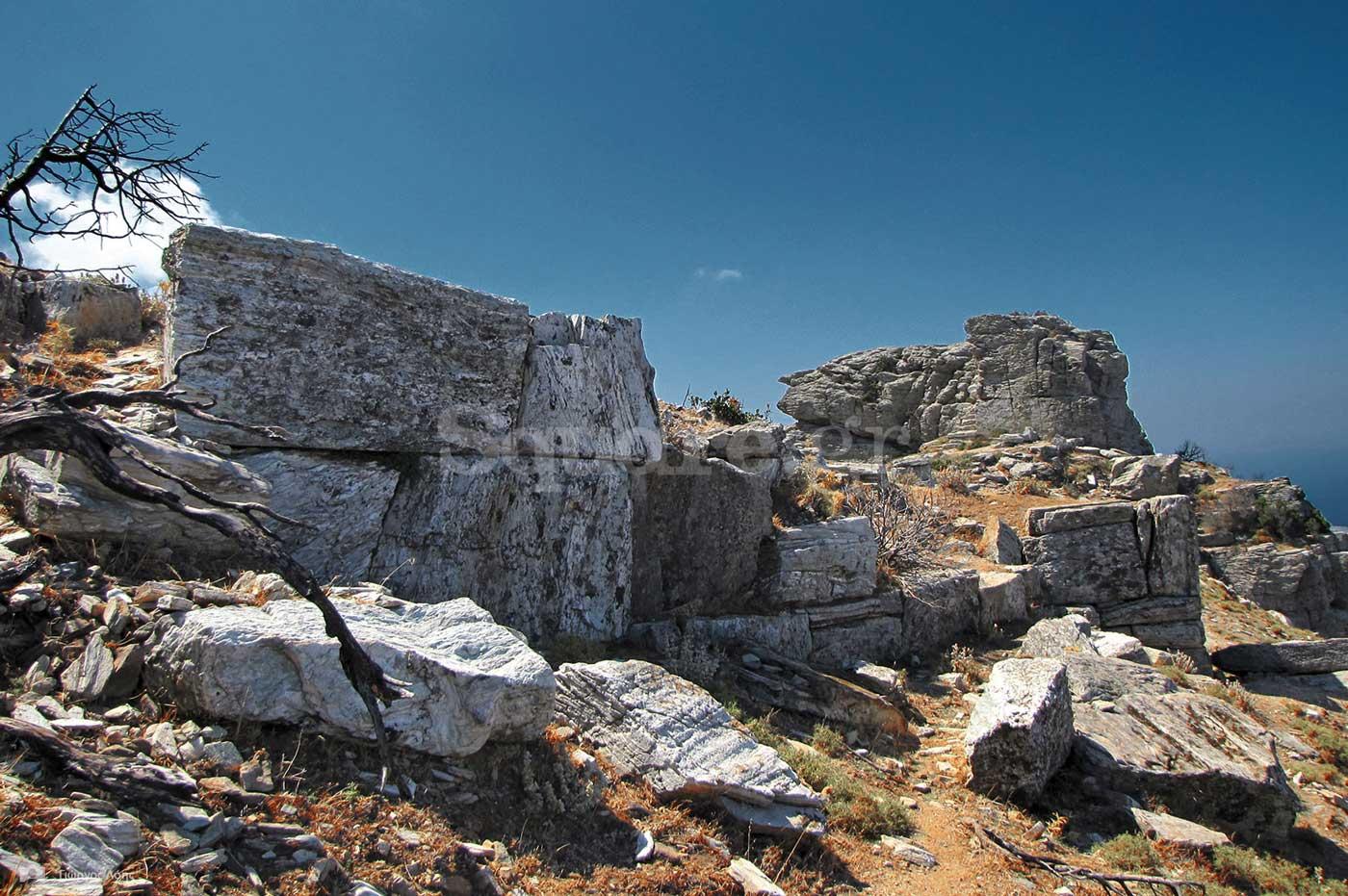 6-Τμήμα-των-σωζόμενων-αρχαίων-τειχών-της-Δρυοπικής-ακρόπολης-των-Στυρών