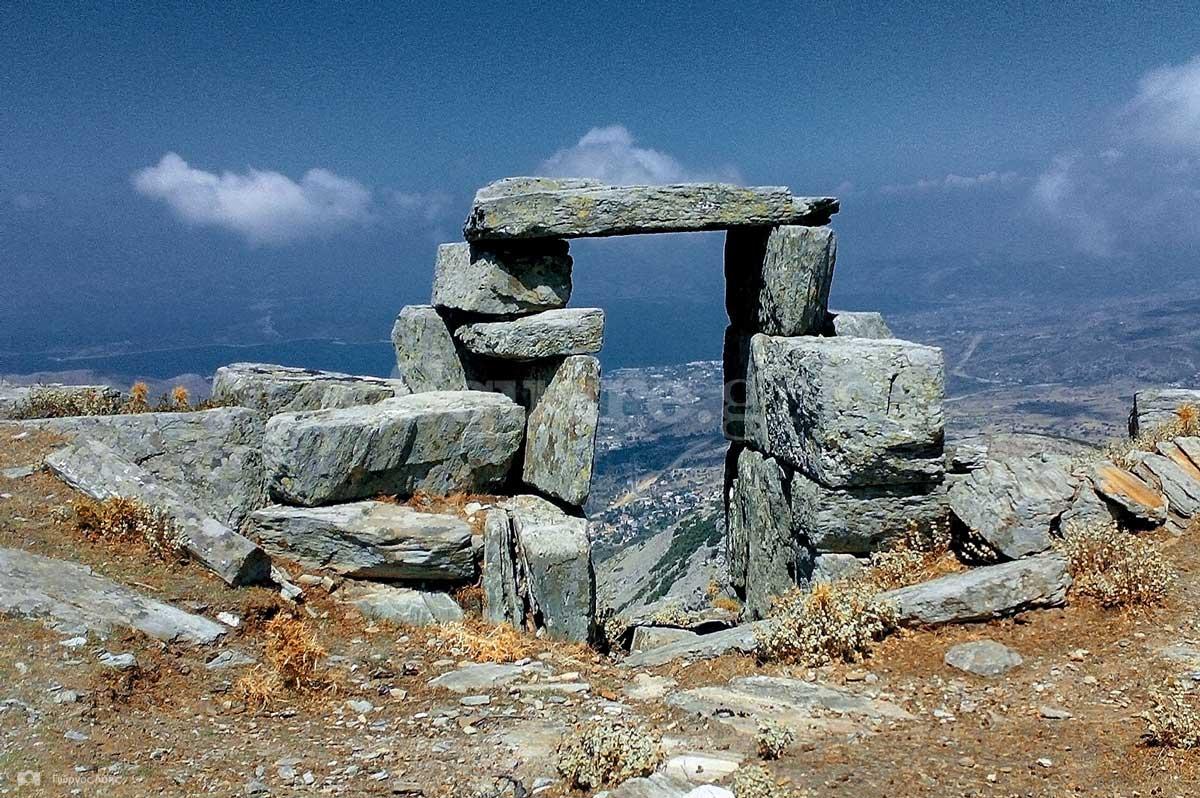 7-Η-εσωτερική-πλευρά-της-πύλης-της-αρχαίας-ακρόπολης-των-Στυρών