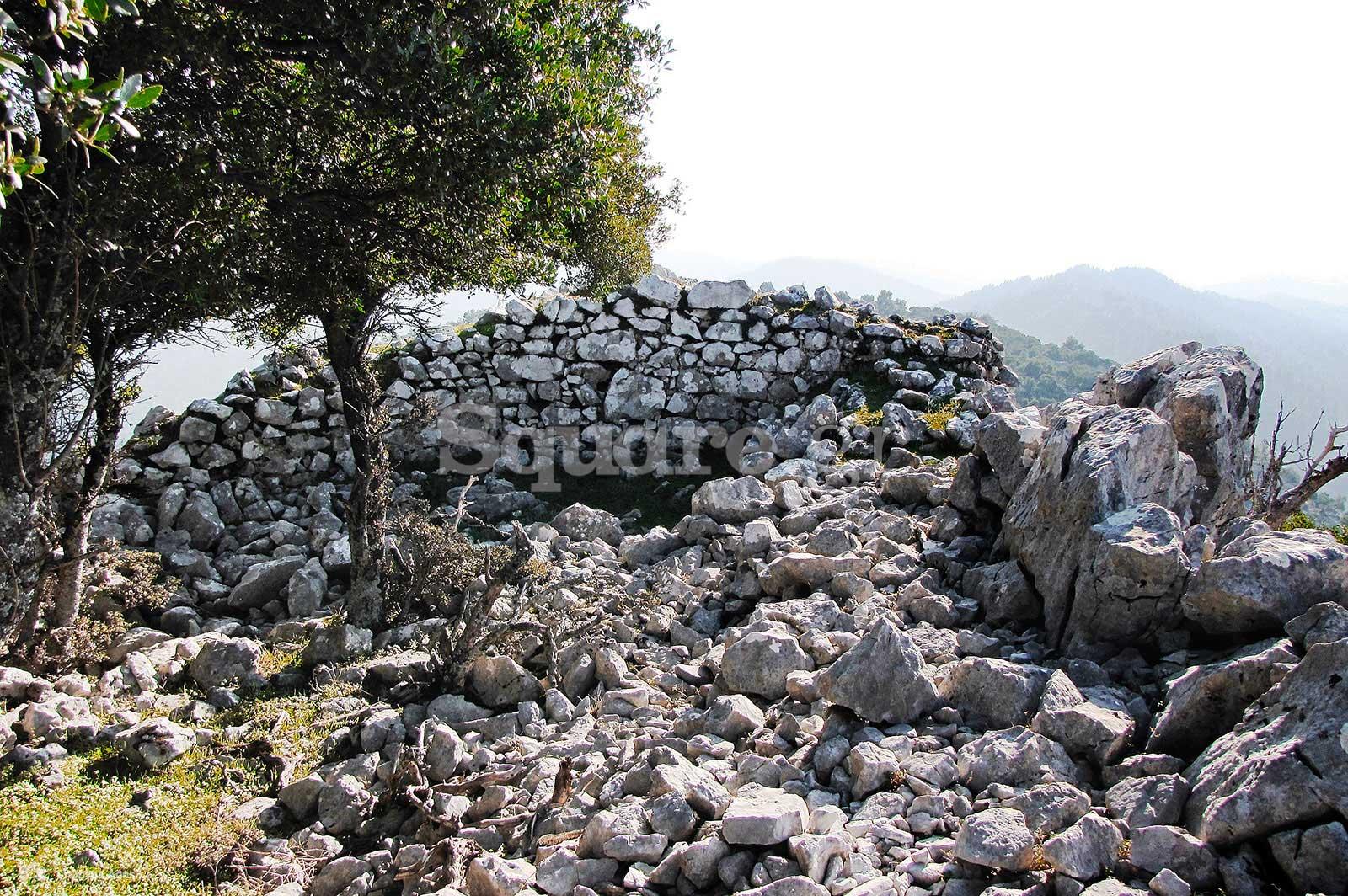 8-Τμήμα-των-νοτιοανατολικών-τειχών-του-μεσαίου-περιβόλου