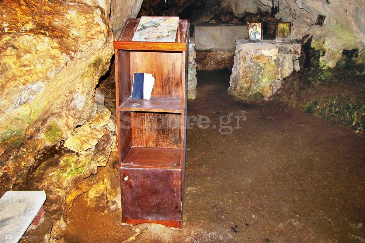 15-Άποψη-από-το-εσωτερικό-του-σπηλαιώδους-ναού