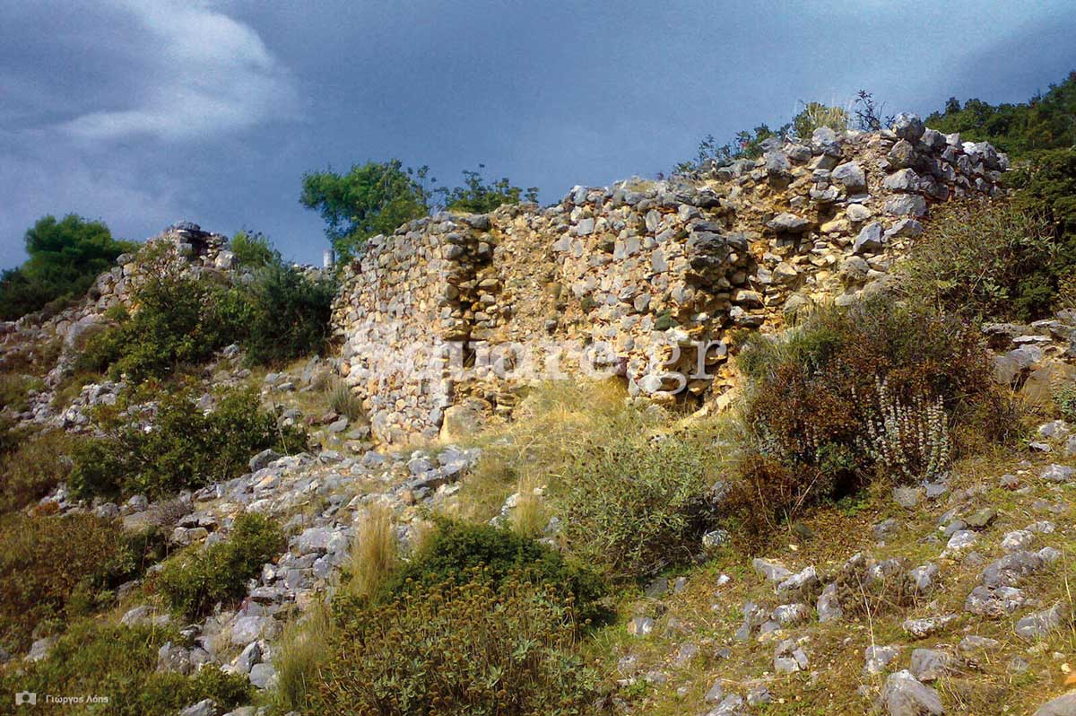 Ερειπωμένο κάστρο που χρονολογείται από 1530