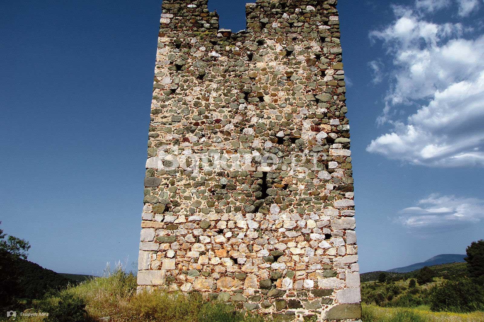 10-Ο-μεσαιωνικός-πύργος-της-Τριάδας-Ψαχνών