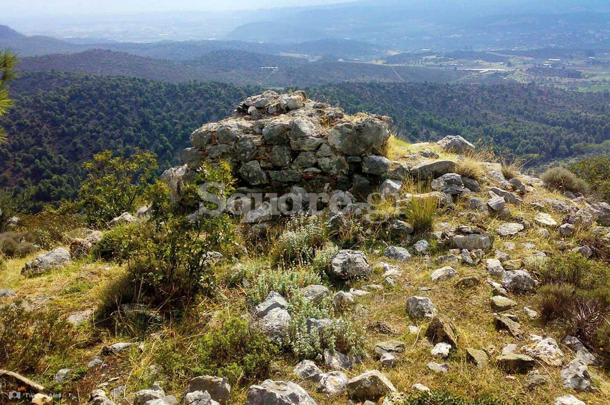 17-Η-βάση-ενός-από-τους-αμυντικούς-πύργους-του-κάστρου
