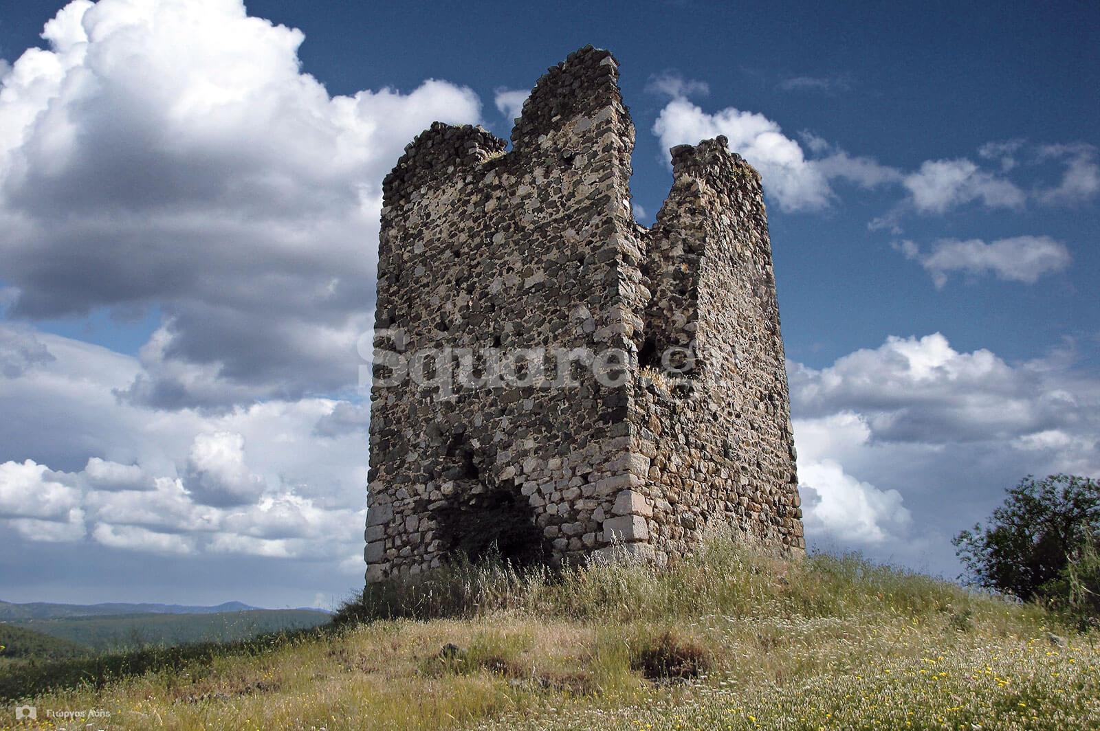 9-Ο-μεσαιωνικός-πύργος-της-Τριάδας-Ψαχνών