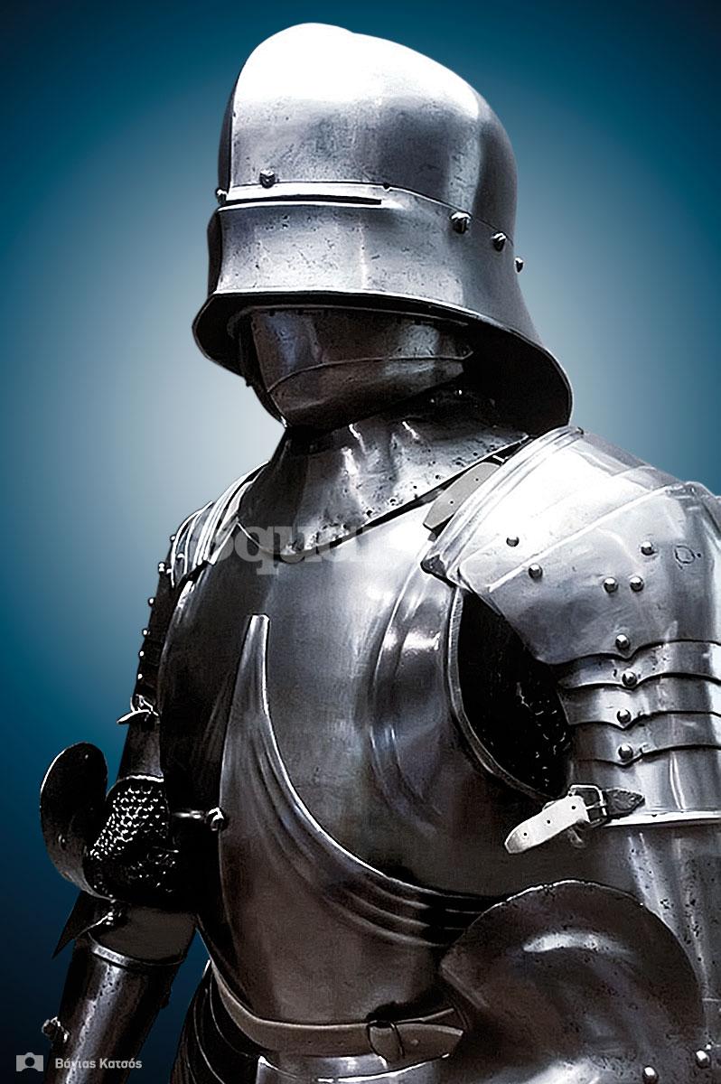 1-Σύνθετη-ανακατασκευασμένη-πανοπλία-με-μέλη-από-την-συλλογή-μεσαιωνικού-εξοπλισμού-της-Χαλκίδας