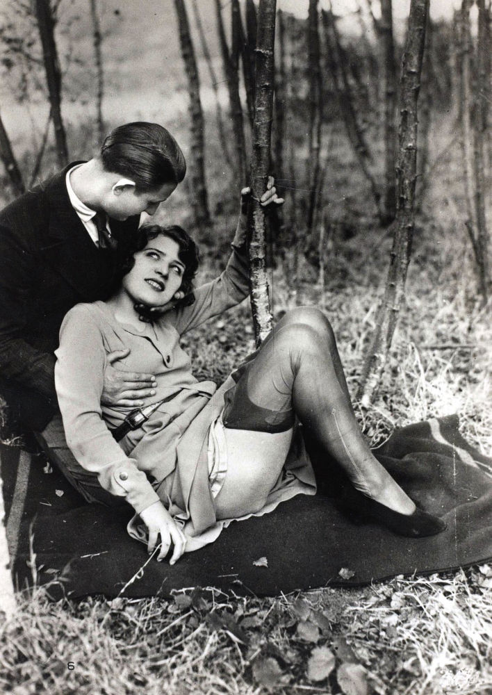 vintage-erotic-postcards-from-the-early-20th-century 8