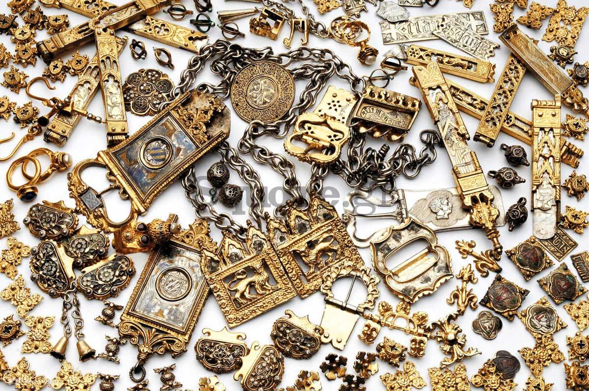 1-Τμήμα-της-συλλογής-πολύτιμων-αντικειμένων-από-το-μεσαιωνικό-Νεγροπόντε