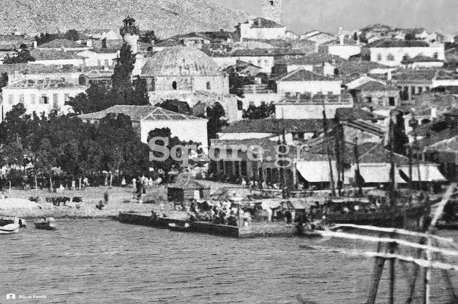 15-Η-αποβάθρα-μπροστά-από-το-Ουρσί-τζαμί-(σημερινός-Άγιος-Νικόλαος)-όπου-τελέστηκε-ο-αγιασμός-των-υδάτων-παρουσία-των-βασιλέων-το-1858