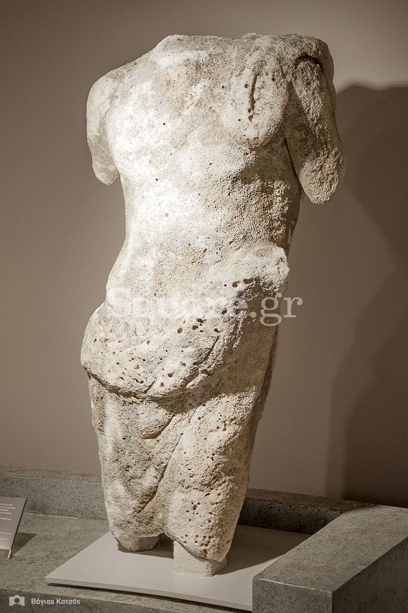 13-άγαλμα-τέλη-του-1ου-αιώνα-π-Χ-Συνδέεται με-τη-λατρεία-του-Ευρίπιου-Ποσειδώνα-στη-Χαλκίδα