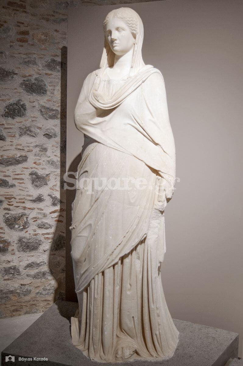 4-Η Θεά-Υγεία-ή-αυτοκράτειρα-ή-μια-πλούσια-Ρωμαία-επισκέπτρια-των-λουτρών-της-Αιδηψού