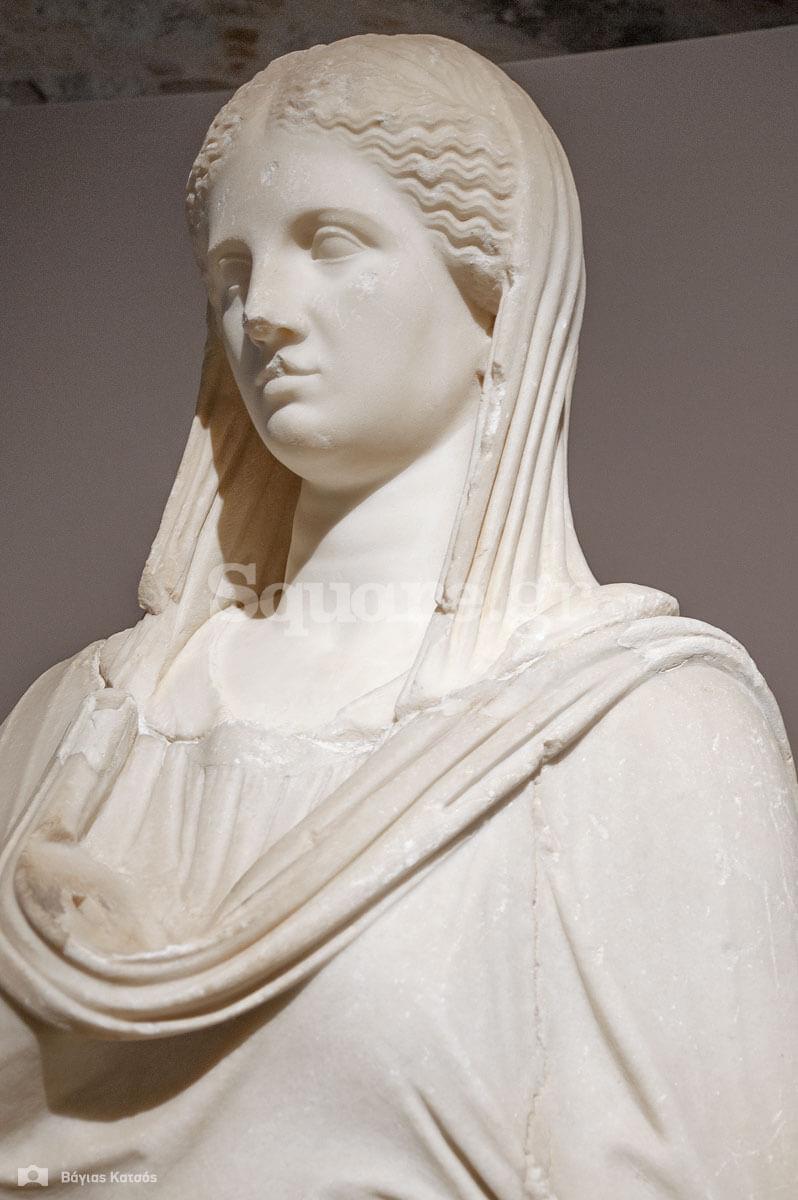 5-Η Θεά-Υγεία-ή-αυτοκράτειρα-ή-μια-πλούσια-Ρωμαία-επισκέπτρια-των-λουτρών-της-Αιδηψού
