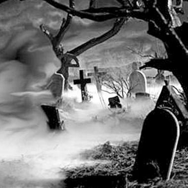 Η πλάκα στο νεκροταφείο έγινε τρομακτική
