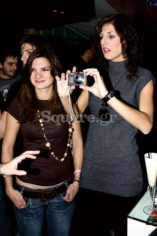 4-6-Όχι,-κορίτσια,-δε-θα-µας-τραβήξετε-εσείς-φωτογραφία!-Η-Έλενα-Καστανού-και-η-Νάντια-Μοναχοπούλου
