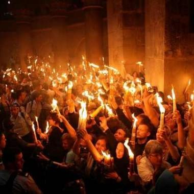 Θρύλοι και αλήθειες για το Άγιο Φως