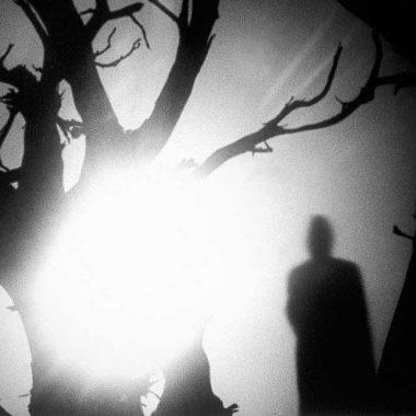 Η σκοτεινή σκιά